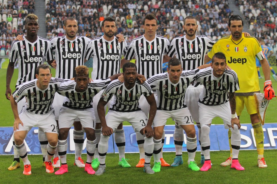 Juventus' team poses before the Italian Serie A football match Juventus Vs Udinese on August 23, 2015