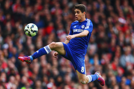 LONDON, ENGLAND - APRIL 26:  Oscar of Chelsea controls the ball during the Barclays Premier League match between Arsenal and Chelsea at Emirates Stadium on April 26, 2015 in London, England.  (Photo by Paul Gilham/Getty Images)