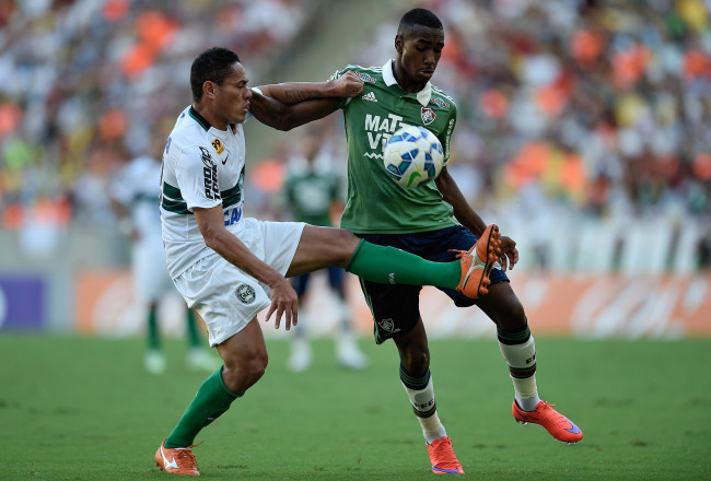 RIO DE JANEIRO, BRAZIL - JUNE 04:  Gerson (R) of Fluminense struggles for the ball with a Helder of Coritiba during a match between Fluminense and Coritiba as part of Brasileirao Series A 2015 at Maracana Stadium on June 04, 2015 in Rio de Janeiro, Brazil.  (Photo by Buda Mendes/Getty Images)