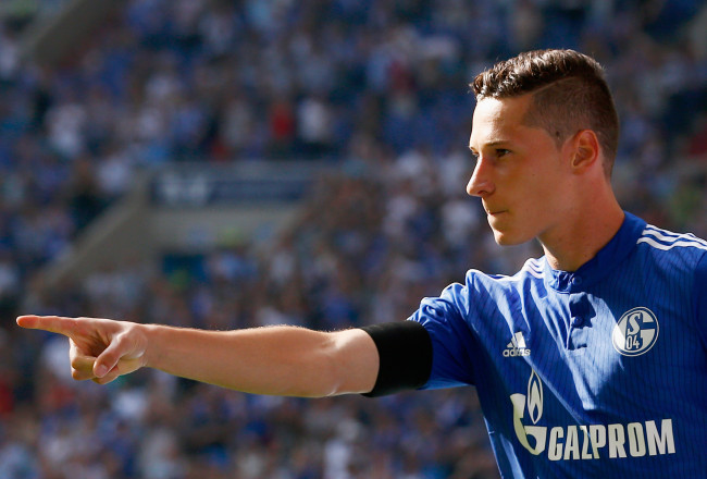 GELSENKIRCHEN, GERMANY - AUGUST 22:  Julian Draxler of Schalke celebrates scoring his teams first goal of the game during the Bundesliga match between FC Schalke 04 and SV Darmstadt 98 held at Veltins-Arena on August 22, 2015 in Gelsenkirchen, Germany.  (Photo by Dean Mouhtaropoulos/Bongarts/Getty Images)