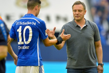 Schalke's head coach Andre Breitenreiter reacts with Schalke's midfielder Julian Draxler during the German first division Bundesliga football match FC Schalke 04 v SV Darmstadt 98, on August 22, 2015 in Gelsenkirchen.   AFP PHOTO / SASCHA SCHUERMANN RESTRICTIONS: DURING MATCH TIME: DFL RULES TO LIMIT THE ONLINE USAGE TO 15 PICTURES PER MATCH AND FORBID IMAGE SEQUENCES TO SIMULATE VIDEO. == RESTRICTED TO EDITORIAL USE == FOR FURTHER QUERIES PLEASE CONTACT DFL DIRECTLY AT + 49 69 650050.        (Photo credit should read SASCHA SCHUERMANN/AFP/Getty Images)