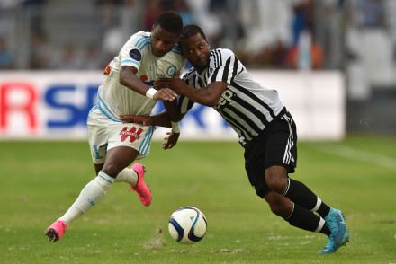 MARSEILLE, FRANCE - AUGUST 01:  Bouna Sarr (L) of Olympique de Marseille competes with Patrice Evra of Juventus FC during the preseason friendly match between Olympique de Marseille and Juventus FC at Stade Velodrome on August 1, 2015 in Marseille, France.  (Photo by Valerio Pennicino/Getty Images)