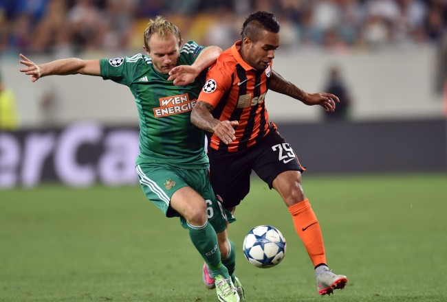 Shakhtar's Donetsk  Alex Teixeira  (R ) and Mario Sonnleitner Rapid Wien vie during the UEFA Champions League playoff football match between Shakhtar Donetsk and Rapid Wien at Arena Lviv Stadium in Lviv on August 25, 2015. AFP PHOTO/ SERGEI SUPINSKY        (Photo credit should read SERGEI SUPINSKY/AFP/Getty Images)