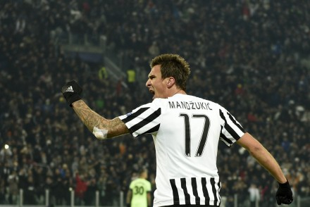 Juventus' forward from Croatia Mario Mandzukic celebrates after scoring during the UEFA Champions League football match Juventus vs Manchester City on November 25, 2015 at the Juventus Stadium in Turin.      AFP PHOTO / OLIVIER MORIN / AFP / OLIVIER MORIN        (Photo credit should read OLIVIER MORIN/AFP/Getty Images)