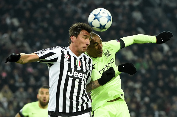 Manchester City's Brazilian midfielder Fernando (R) vies with Juventus' forward from Croatia Mario Mandzukic during the UEFA Champions League football match Juventus vs Manchester City on November 25, 2015 at the Juventus Stadium in Turin.    AFP PHOTO / OLIVIER MORIN / AFP / OLIVIER MORIN        (Photo credit should read OLIVIER MORIN/AFP/Getty Images)