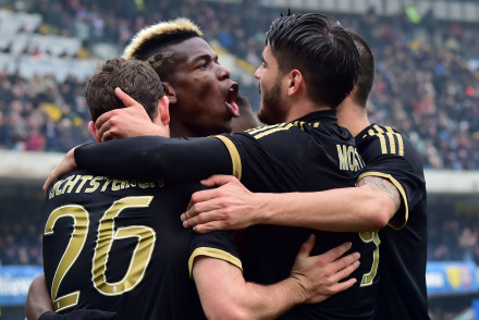Juventus' midfielder from France Paul Pogba (C) celebrates after scoring a goal with Juventus' forward from Spain Alvaro Morata (R) and Juventus' defender from Switzerland Stephan Lichtsteiner during the Serie A football match between Chievo Verona and Juventus on January 31, 2016 at Bentegodi Stadium in Verona.  / AFP / GIUSEPPE CACACE        (Photo credit should read GIUSEPPE CACACE/AFP/Getty Images)