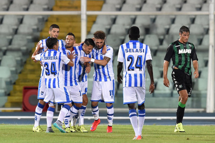 PESCARA, ITALY - AUGUST 02:  Gianluca Lapadula  of Pescara celebrates after scoring the opening goal during the preseason friendly match between Pescara Calcio and US Sassuolo Calcio at Adriatico Stadium on August 2, 2015 in Pescara, Italy.  (Photo by Giuseppe Bellini/Getty Images)