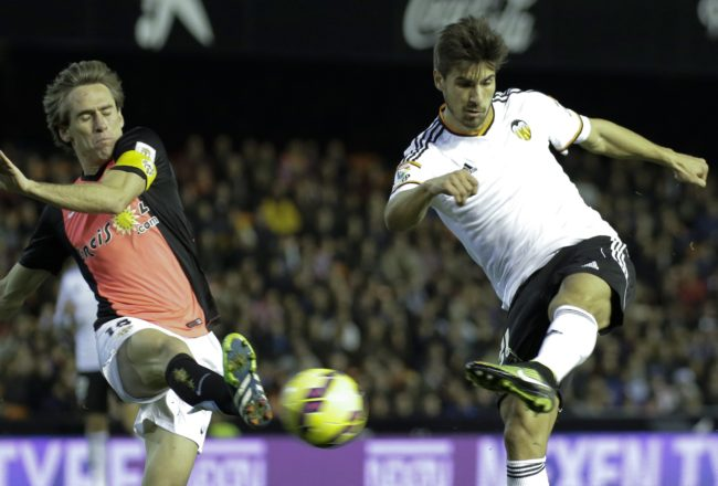 CORRECTION NAME OF LEFT PLAYER Almeria's midfielder Miguel Angel Garcia (L) vies with Valencia's Portuguese midfielder Andre Gomes during the Spanish league football match Valencia CF vs UD Almeria at the Mestalla stadium in Valencia on January 17, 2015.   AFP PHOTO/ JOSE JORDAN        (Photo credit should read JOSE JORDAN/AFP/Getty Images)