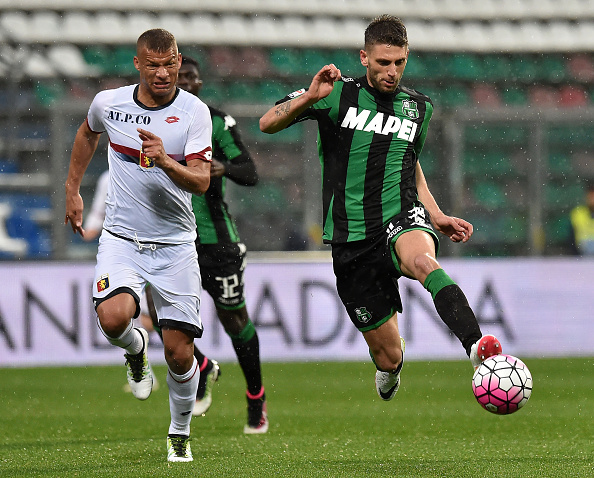 REGGIO NELL'EMILIA, ITALY - APRIL 09: Sebastien Demaio of Genoa CFC and Domenico Berardi of US Sassuolo Calcio in action during the Serie A match between US Sassuolo Calcio and Genoa CFC at Mapei Stadium - Citta del Tricolore on April 9, 2016 in Reggio nell'Emilia, Italy (Photo by Giuseppe Bellini/Getty Images)
