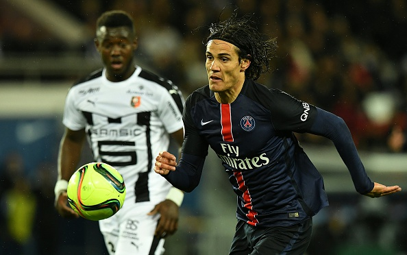 Paris Saint-Germain's Uruguyan forward Edinson Cavani (R) eyes the ball during the French L1 football match between Paris Saint-Germain and Rennes at the Parc des Princes stadium in Paris on April 30, 2016. / AFP / FRANCK FIFE (Photo credit should read FRANCK FIFE/AFP/Getty Images)