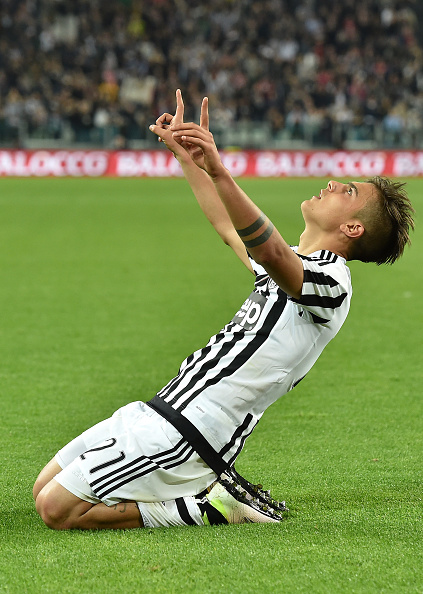 TURIN, ITALY - APRIL 20: Paulo Dybala (L) of Juventus FC celebrates after scoring his goal from the penalty spot during the Serie A match between Juventus FC and SS Lazio at Juventus Arena on April 20, 2016 in Turin, Italy. (Photo by Valerio Pennicino/Getty Images)