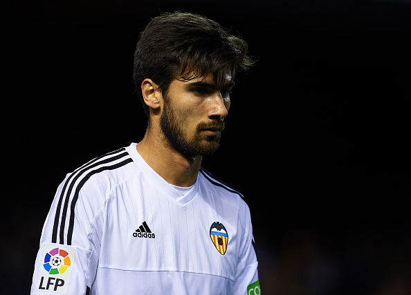 VALENCIA, SPAIN - FEBRUARY 10: Andre Gomes of Valencia reacts during the Copa del Rey Semi Final, second leg match between Valencia CF and FC Barcelona at Estadio Mestalla on February 10, 2016 in Valencia, Spain. (Photo by Manuel Queimadelos Alonso/Getty Images)