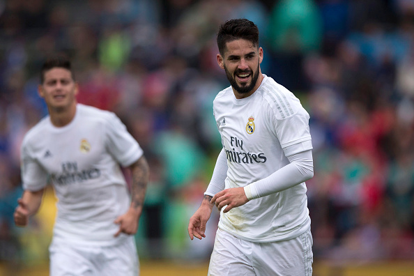 GETAFE, SPAIN - APRIL 16: Francisco Roman Alarcon alias Isco (R) of Real Madrid CF celebrates scoring their second goal during the La Liga match between Getafe CF and Real Madrid CF at Coliseum Alfonso Perez on April 16, 2016 in Getafe, Spain. (Photo by Gonzalo Arroyo Moreno/Getty Images)