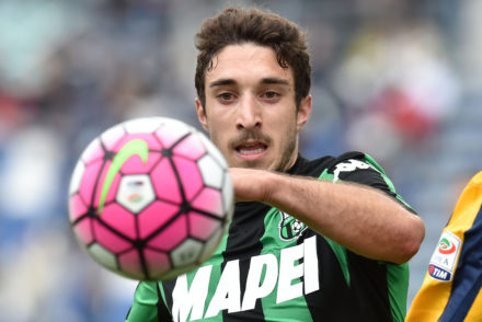 REGGIO NELL'EMILIA, ITALY - MAY 01:  Sime Vrsaljko of US Sassuolo Calcio in action during the Serie A match between US Sassuolo Calcio and Hellas Verona FC at Mapei Stadium - Citt���� del Tricolore on May 1, 2016 in Reggio nell'Emilia, Italy  (Photo by Giuseppe Bellini/Getty Images)