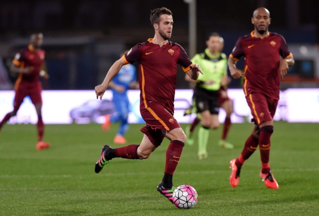AS Roma's Bosnian midfielder Miralem Pjanic (C) drives the ball during the Italian Serie A football match Empoli vs AS Rome, on February 27, 2016 at Empoli. / AFP / ANDREAS SOLARO        (Photo credit should read ANDREAS SOLARO/AFP/Getty Images)