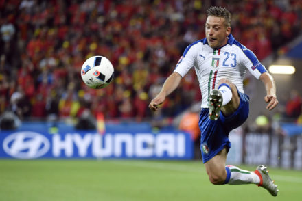TOPSHOT - Italy's midfielder Emanuele Giaccherini in action during the Euro 2016 group E football match between Belgium and Italy at the Parc Olympique Lyonnais stadium in Lyon on June 13, 2016. / AFP / jeff pachoud        (Photo credit should read JEFF PACHOUD/AFP/Getty Images)