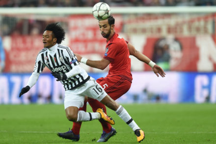 Juan Cuadrado (L) and Bayern Munich's Moroccan striker Medhi Benatia (R) vie for the ball during the UEFA Champions League