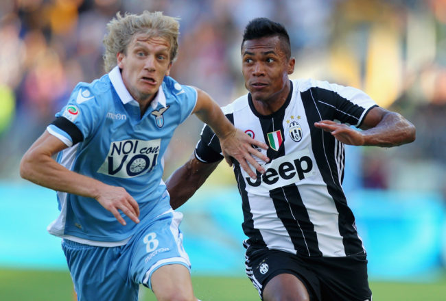 ROME, ITALY - AUGUST 27: Alex Sandro Lobo Silva (R) of Juventus FC competes for the ball with Dusan Basta of SS Lazio during the Serie A match between SS Lazio and Juventus FC at Stadio Olimpico on August 27, 2016 in Rome, Italy.  (Photo by Paolo Bruno/Getty Images)