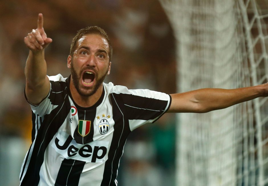 Juventus' Argentinian forward Gonzalo Higuain celebrates after scoring during the Italian Serie A football match Juventus versus Fiorentina on August 20, 2016 at the 'Juventus Stadium' in Turin.   / AFP / MARCO BERTORELLO        (Photo credit should read MARCO BERTORELLO/AFP/Getty Images)