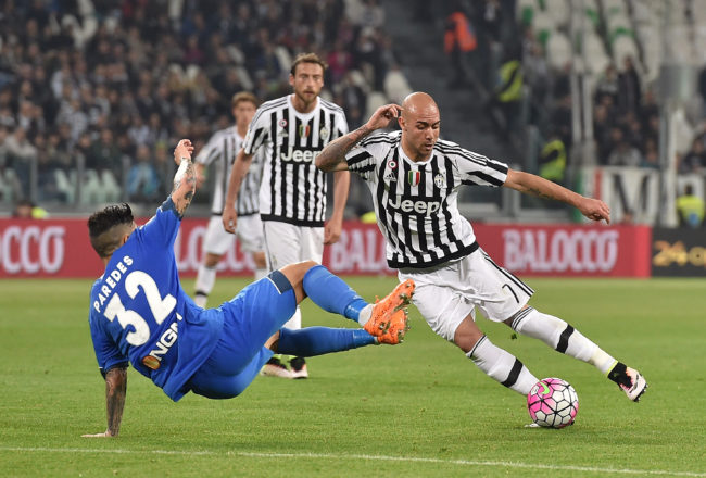 TURIN, ITALY - APRIL 02:  Simone Zaza (R) of Juventus FC turns Leandro Paredes of Empoli FC during the Serie A match between Juventus FC and Empoli FC at Juventus Arena on April 2, 2016 in Turin, Italy.  (Photo by Valerio Pennicino/Getty Images)