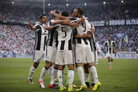 Juventus' teammates celebrate after Juventus' Argentinian forward Gonzalo Higuain (R) scored a goal  during the Italian Serie A football match between Juventus and Sassuolo on September 10, 2016 at the Juventus Stadium in Turin.  / AFP / MARCO BERTORELLO        (Photo credit should read MARCO BERTORELLO/AFP/Getty Images)