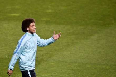 Zenit's Belgium midfielder Axel Witsel stands during a training session at Luz stadium in Lisbon, on February 15, 2016, on the eve of the UEFA Champions League round of 16 football match SL Benfica vs FC Zenith. / AFP / PATRICIA DE MELO MOREIRA        (Photo credit should read PATRICIA DE MELO MOREIRA/AFP/Getty Images)