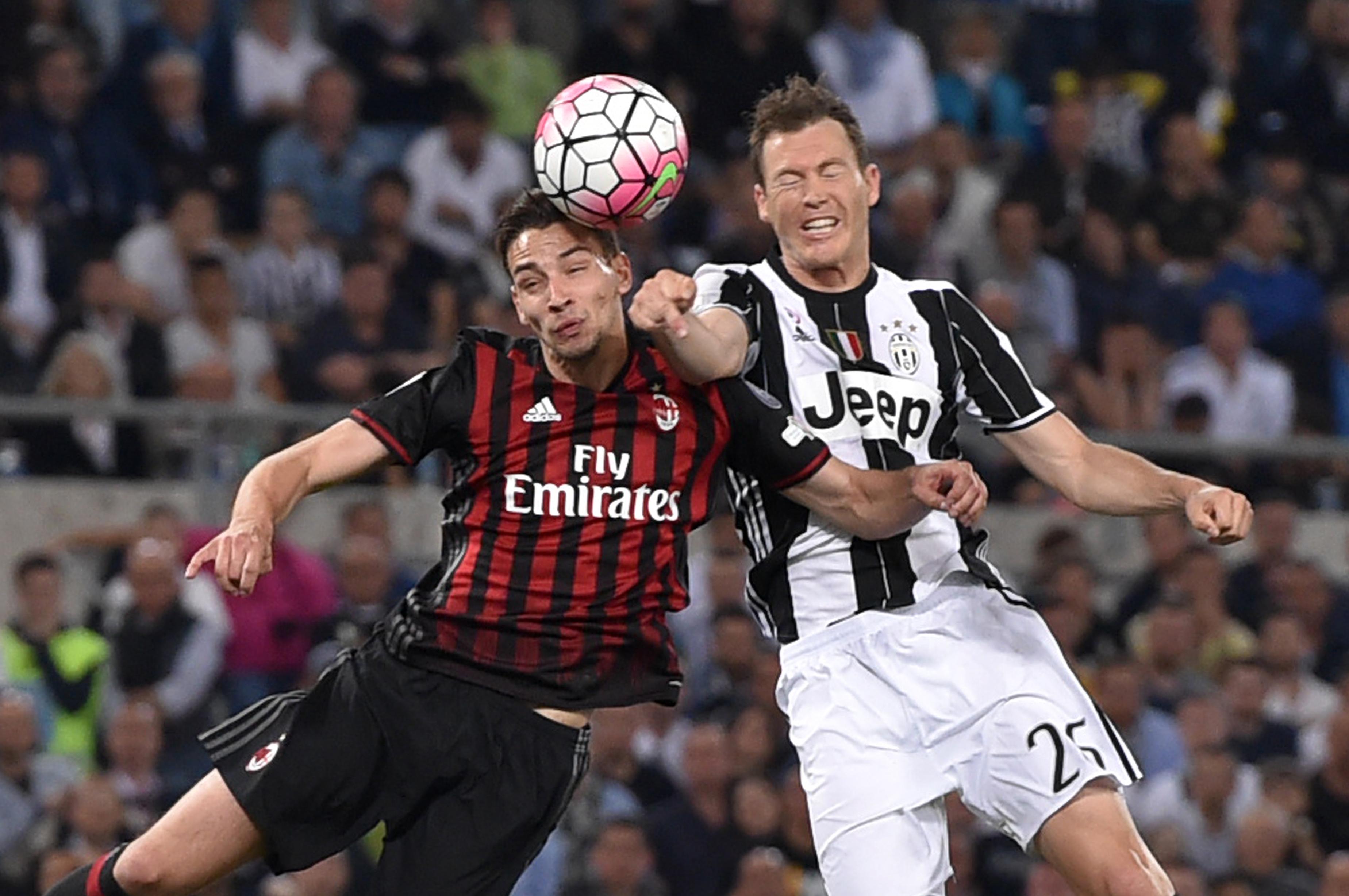 Juventus sign de sciglio and szczesny for Ac milan juventus