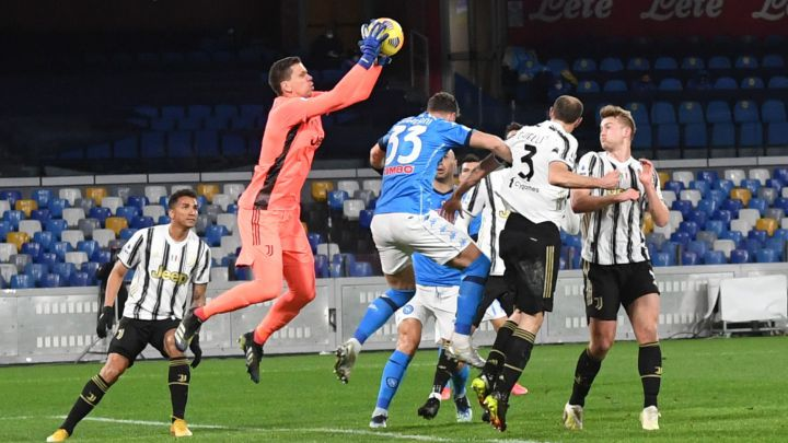 Video: Juventus pegged back by Napoli as they punish Szczesny's parry